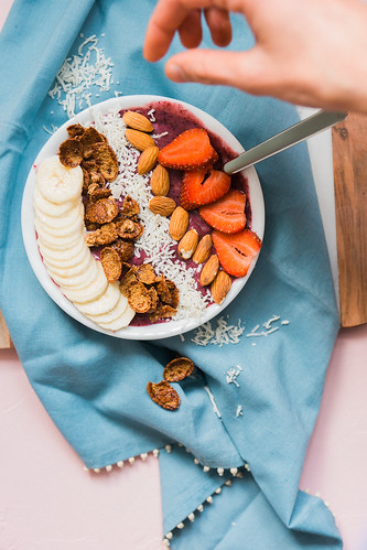 Berry Banana Smoothie Bowl Recipe | by Get Kamfortable