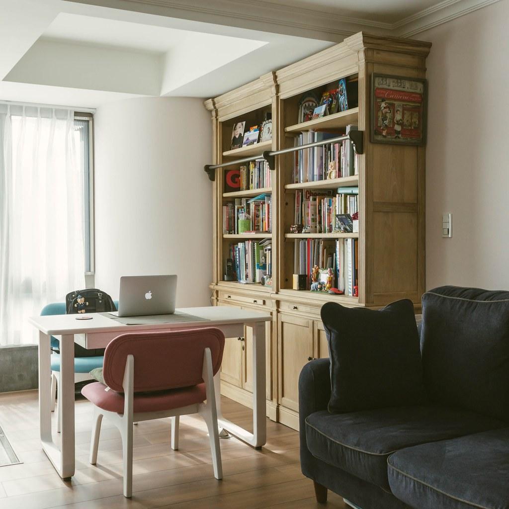 沙發區與書房