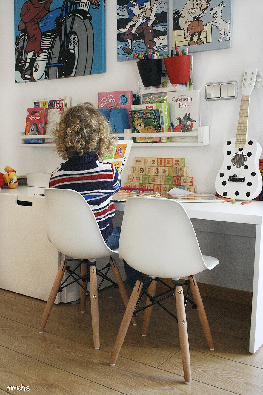 zona de juegos y lectura para niños en el salón nórdico
