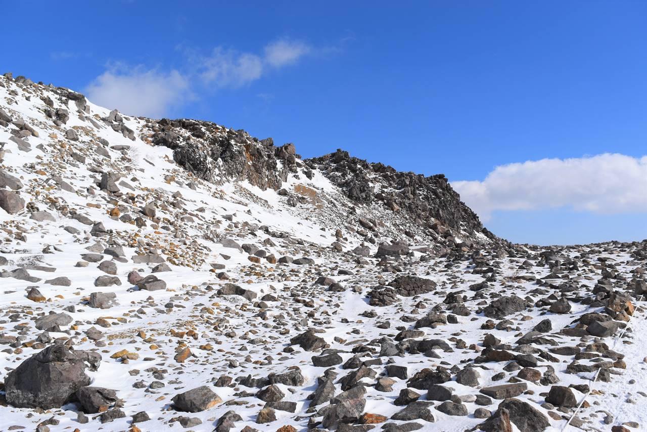 冬の那須岳・茶臼岳 雪の登山道
