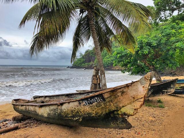 Canoas de pescadores en Morro Peixe (Santo Tomé y Príncipe)