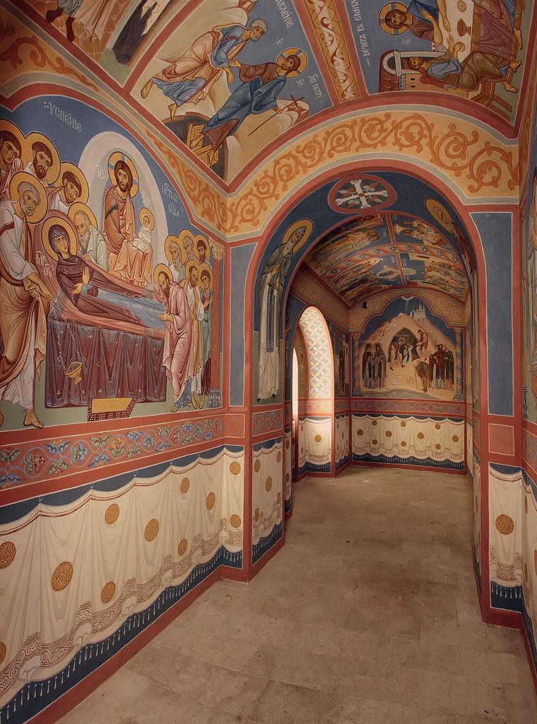 Интерьер притвора пещерного храма преподобных Антония и Феодосия