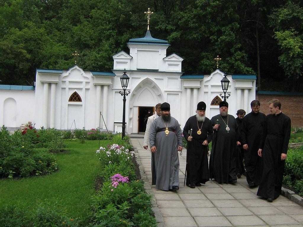 Визит в скит митрополита (ныне Святейшего Патриарха) Кирилла. 7 июля 2007г.