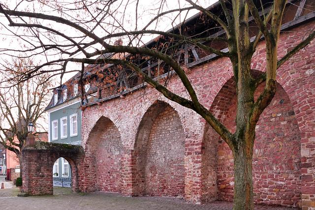Ladenburg am Neckar, fast ein kleines Rothenburg ... Archäologie, Altertum, Mittelalter, Moderne ... alte Häuser, malerische Gassen ... Foto: Brigitte Stolle, Februar 2018 ... Reste der alten Stadtmauer