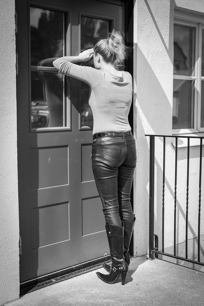 School girl sex oiled booty