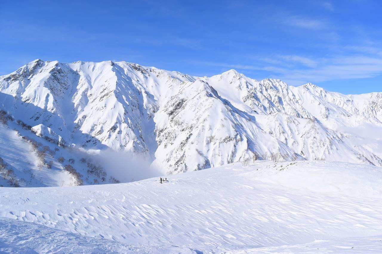雪の八方池から眺める白馬三山