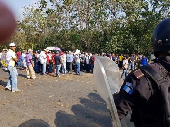 Bloquean carreteras por falta de energía eléctrica en Malacatán