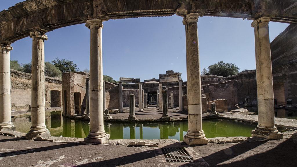 Tivoli villa adriana teatro marittimo visibile il po for Come aggiornare le colonne del portico anteriore