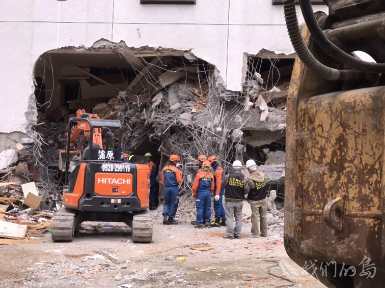 942-3國家地震工程研究中心到場勘查,認為統帥飯店主建築破壞少,是典型的軟弱底層效應。