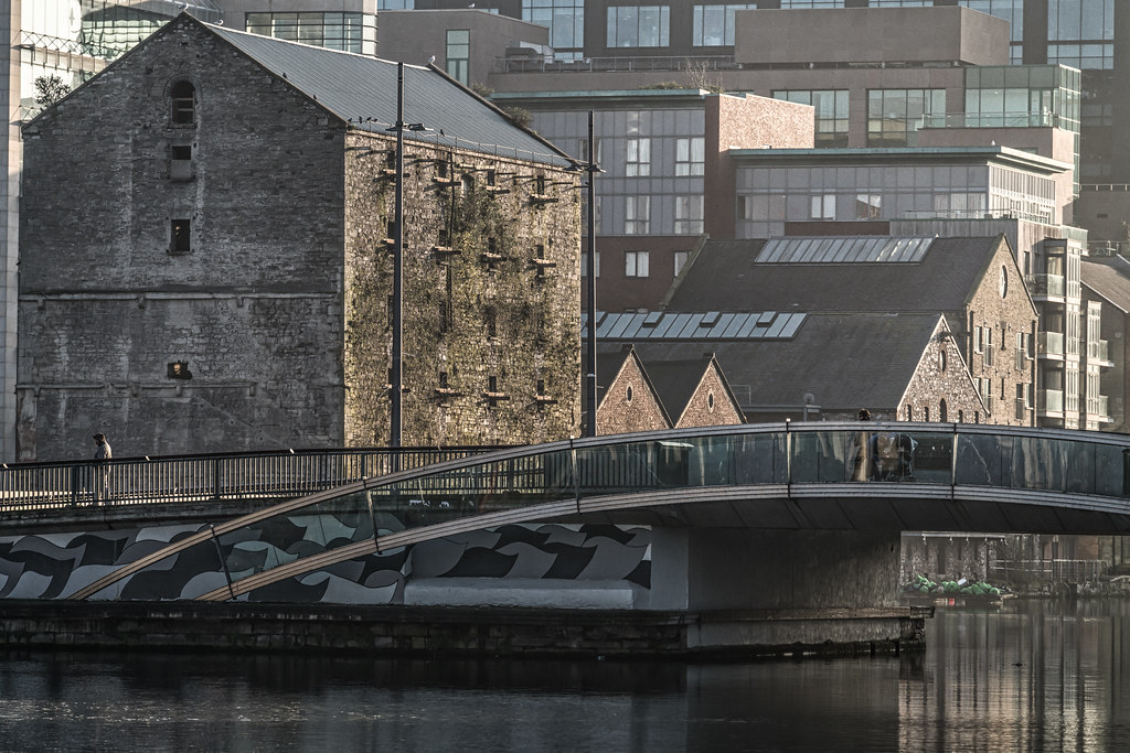 MacMAHON BRIDGE ON PEARSE STREET 003