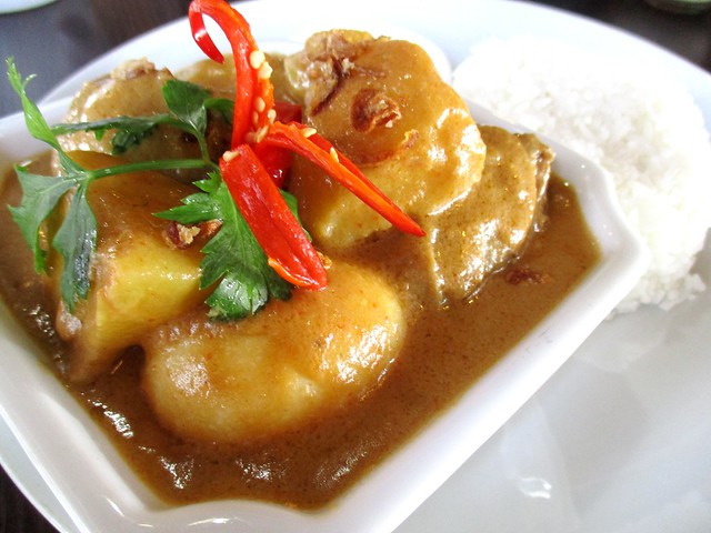 Cafe Ind ayam opor, extra spicy