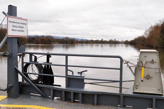 Der Neckar zwischen Hochwasser und Normalpegel ... Januar 2018 ... Neckarfähre zwischen Neckarhausen und Ladenburg ... Foto: Brigitte Stolle