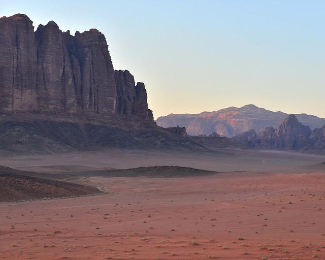 Montañas de Wadi Rum al atardecer