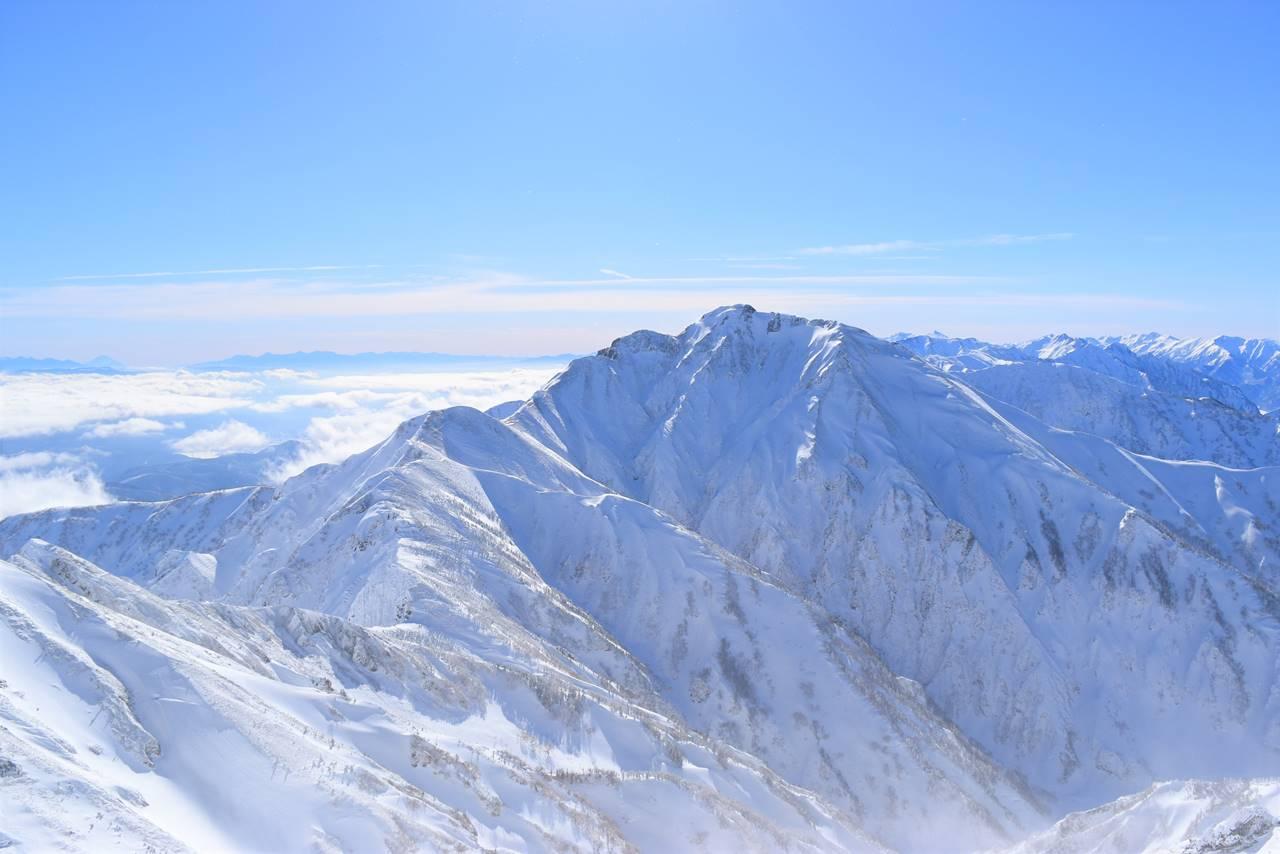 唐松岳から眺める五竜岳と雲海