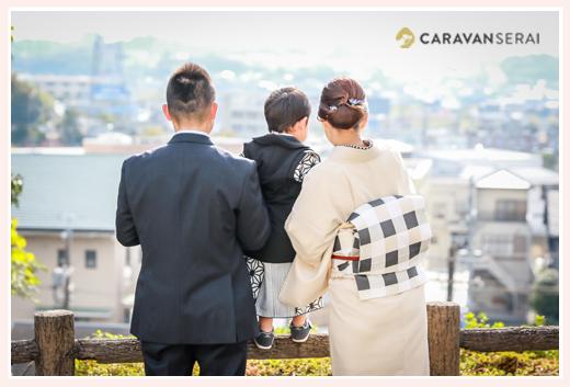 後姿 出張カメラマンが撮る七五三写真 岩崎城(愛知県日進市) ママもお着物 自然でおしゃれ