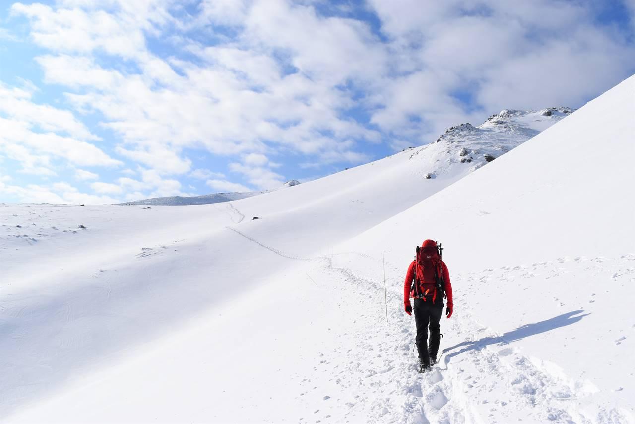 冬の安達太良山 雄大な雪の斜面