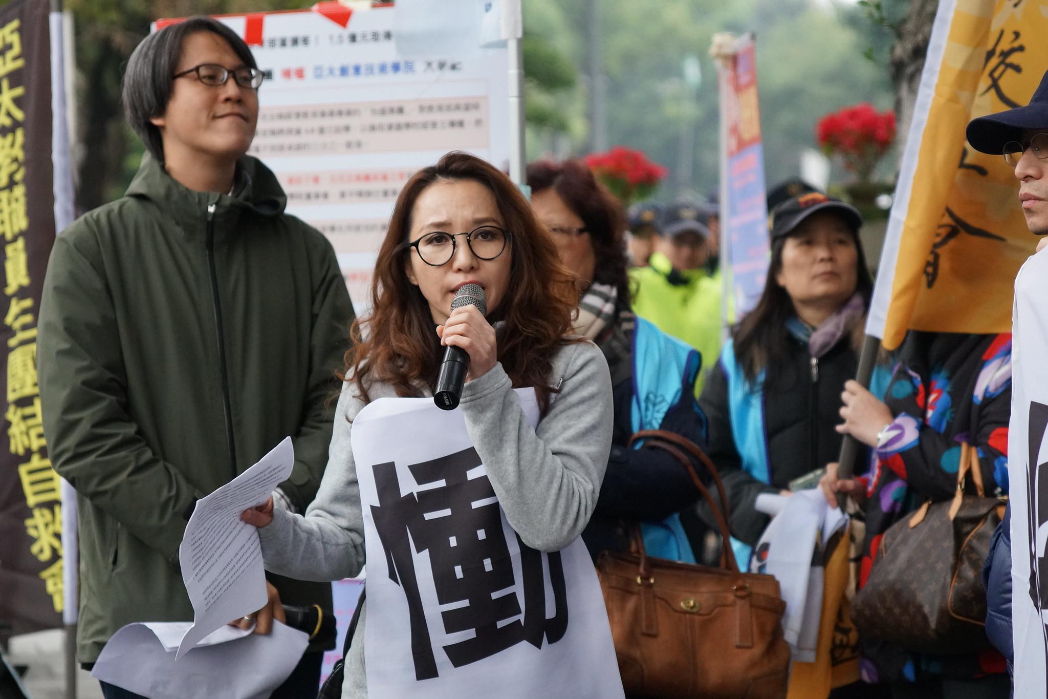 亞太教師黃惠芝批評教育部失能,師生怒火已到臨界點。(攝影:王顥中)