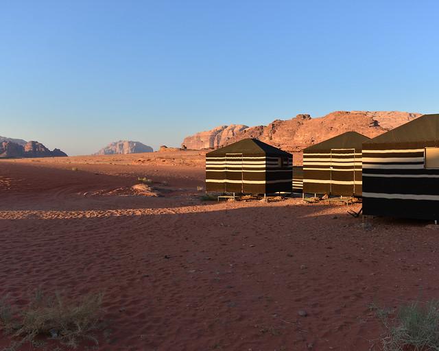 Nuestras jaimas en Wadi Rum al atardecer