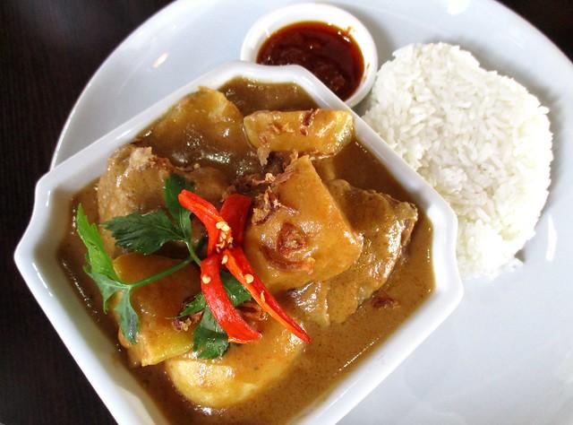 Cafe Ind ayam opor, rich & creamy