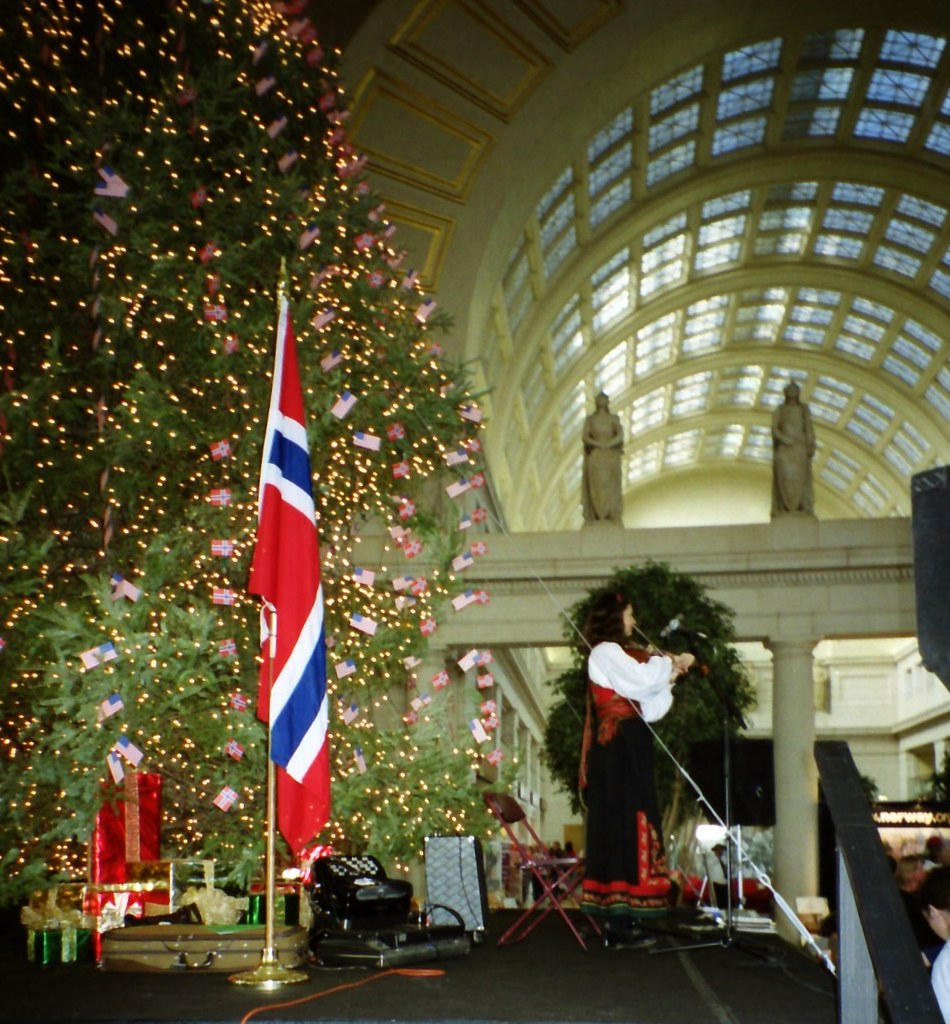 2001 Norwegian Christmas Festival | The Norwegian Embassy he… | Flickr