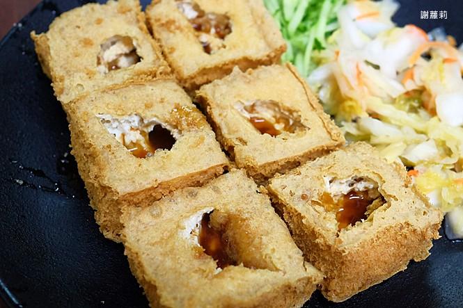 39225115555 1549618954 b - 台中東區 | 濃鄉臭豆腐。台中火車站美食推薦 超好吃隱藏版臭豆腐,只有在地人才知道的低調銅版美食!
