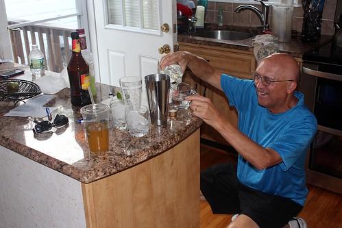 Ken blandar Key Lime Pie.