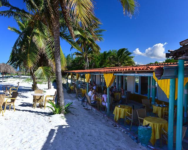 Restaurante del hotel de Cayo Levisa junto al mar