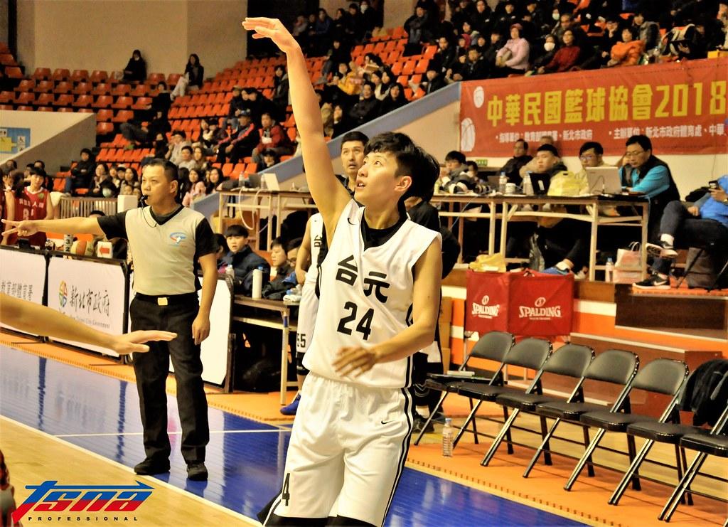 劉希曄第4節底線進球讓她WSBL生涯得分破千。(張哲郢/攝)