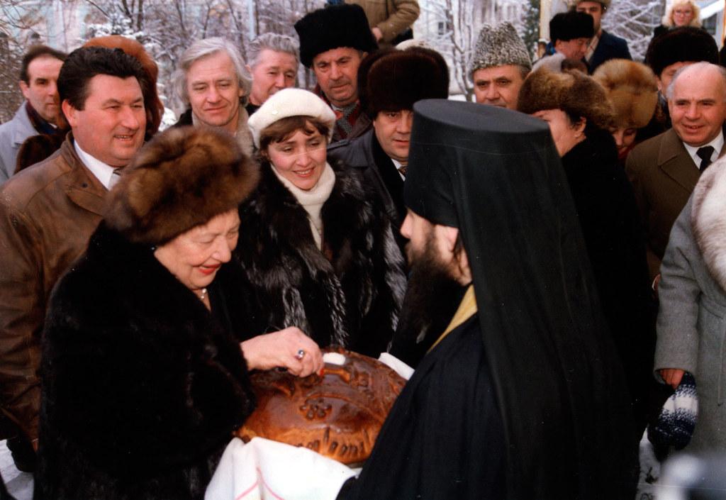 Встреча в Святых Горах Великой княгини Л.Г.Романовой. 2 февраля 1994г.