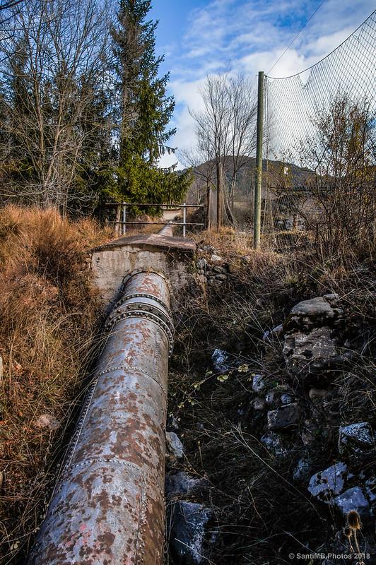 Canalización de agua hacia la central hidroeléctrica de Pendís