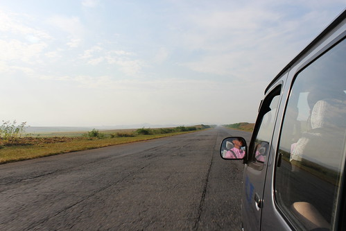 On the road from Pyongyang to Kaesong | by Timon91