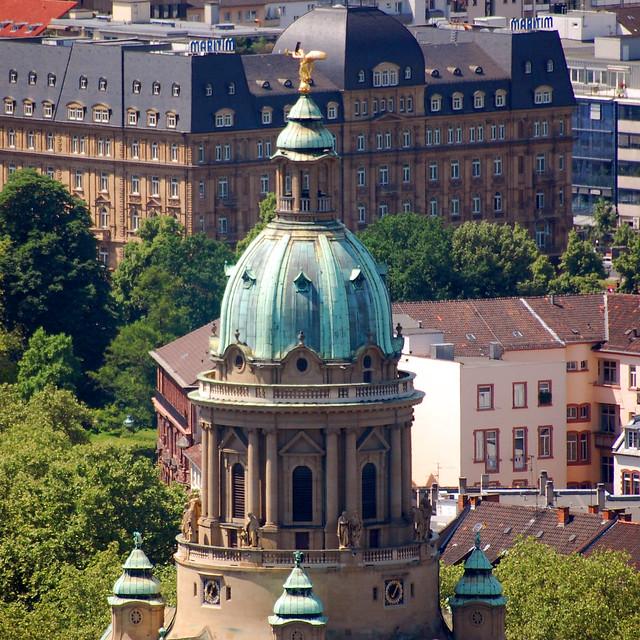 Die evangelische Christuskirche in der Mannheimer Oststadt ... Kuppelbau mit Jugendstilelementen ... Foto: Brigitte Stolle