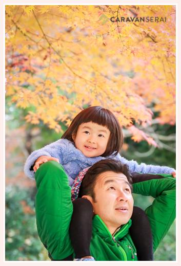 出張カメラマンが撮る家族写真 秋の公園/屋外(愛知県名古屋市) 紅葉と一緒に撮る自然な写真 服装もカジュアル!