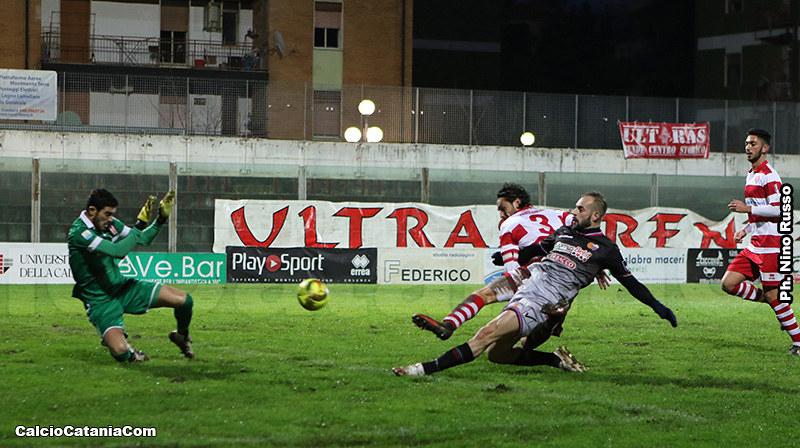 Davis Curiale sblocca la gara di Rende con l'8 gol in campionato