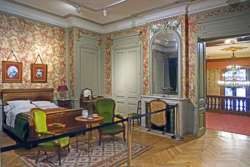 """Résultat de recherche d'images pour """"musée des frères lumières lyon chambre d'Antoine"""""""
