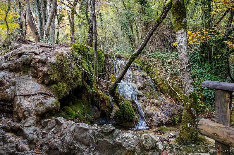 El arroyo que cruza el camino, de vuelta del Nacedero del Urederra