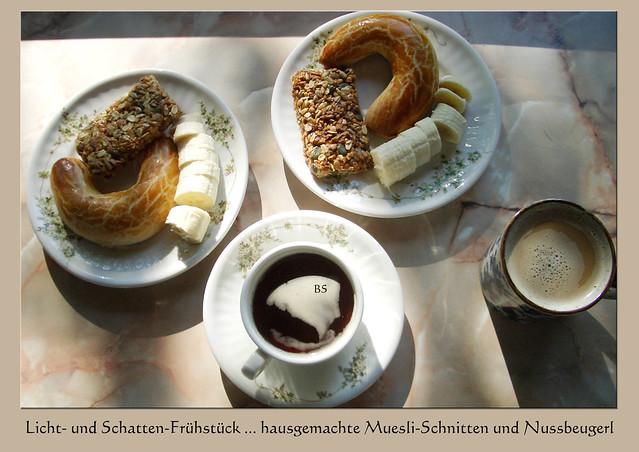 Aus meinem Fotoarchiv: Licht- und Schatten-Frühstück_Nussbeugerl_Muesli-Riegel ... Foto: Brigitte Stolle