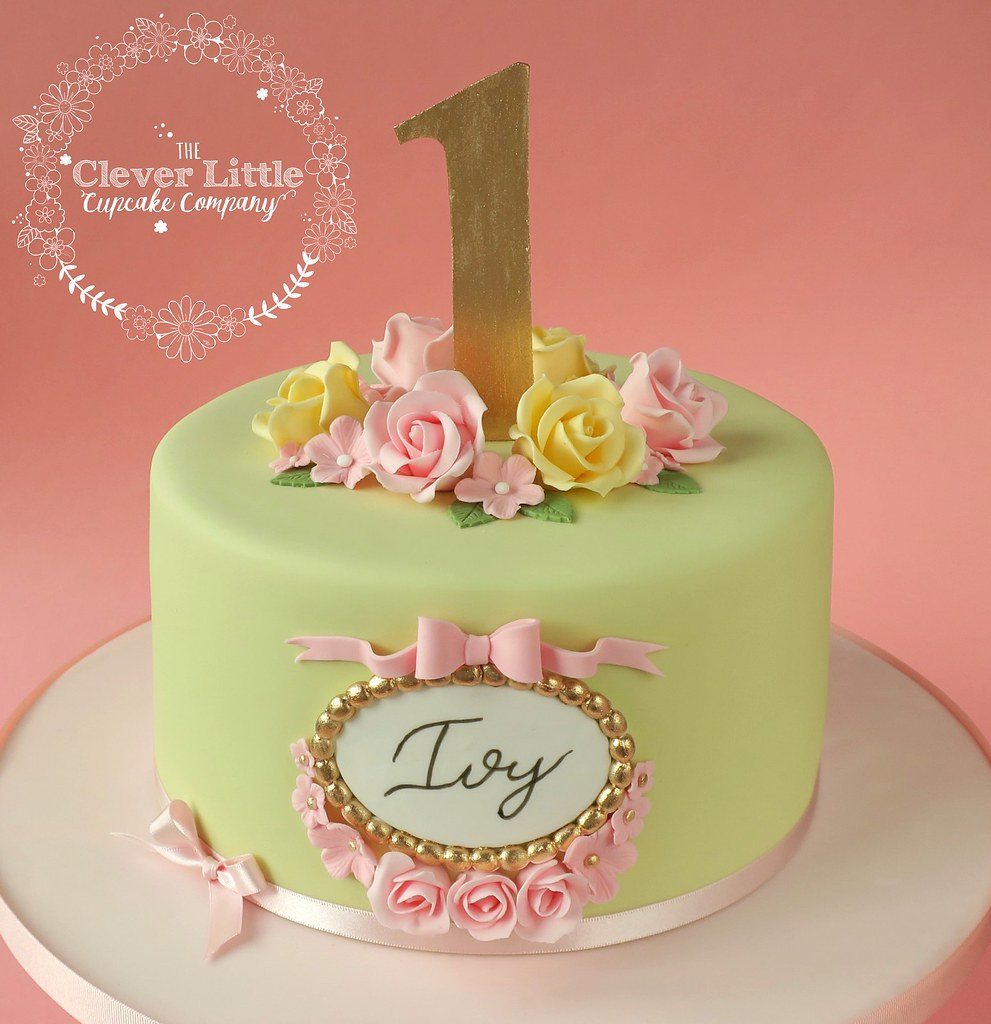 Pretty First Birthday Cake Amanda Mumbray Flickr