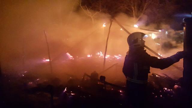 AionSur: Noticias de Sevilla, sus Comarcas y Andalucía 25393449978_38a7bd30f9_z_d Se registra un incendio de madrugada en el asentamiento de La Venta en Arahal Sucesos