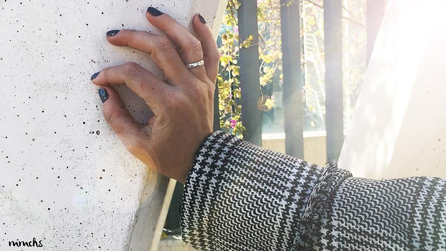 pinta uñas fijo gris