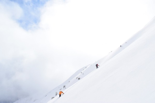 焼岳 南峰へと向かう登山者