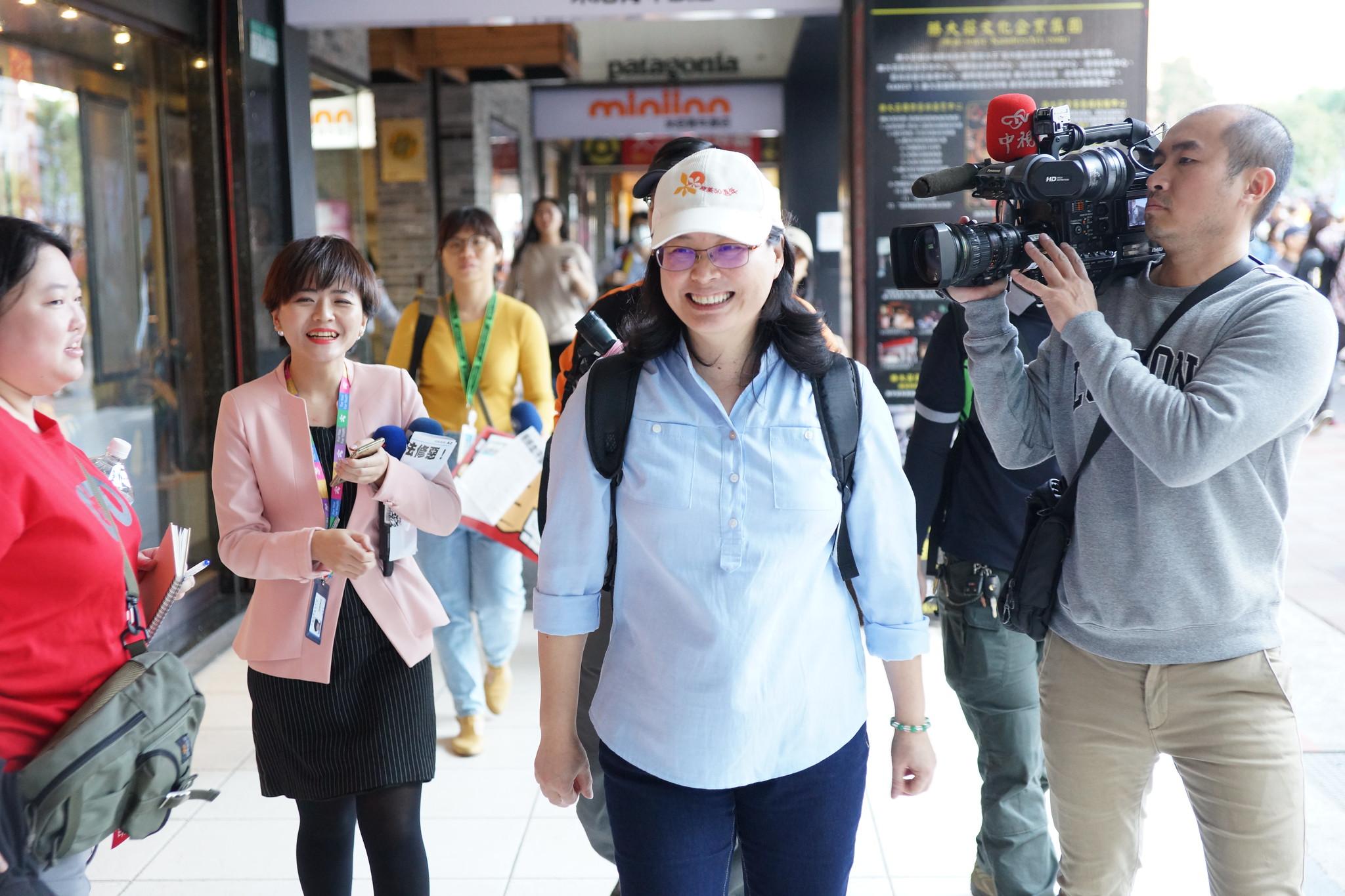 台北市勞動局長賴香伶也現身隊伍當中。(攝影:王顥中)