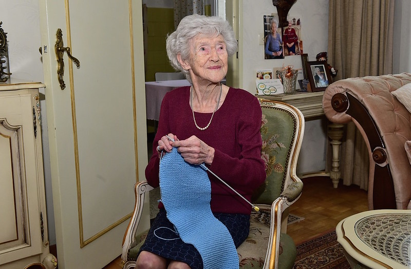 Sjaals breien doe ik graag zegt 103 jarige Tinneke uit Mechelen