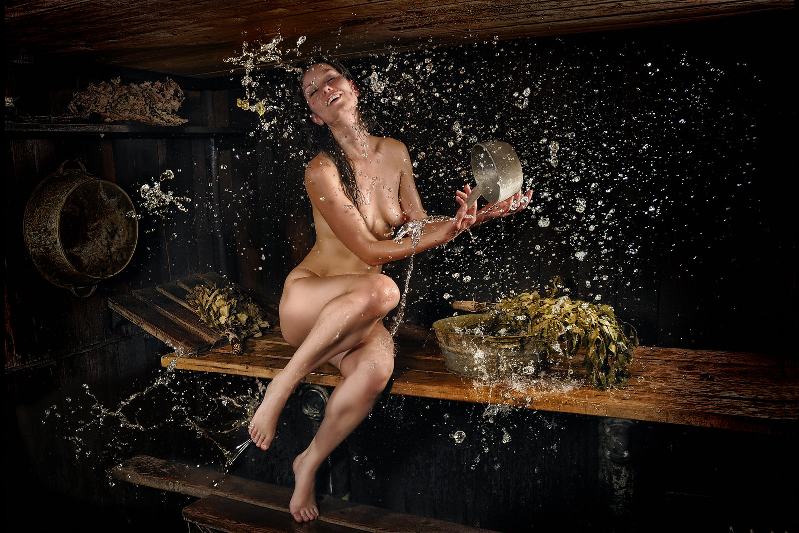 видео как девушки в бане моются себе рвет