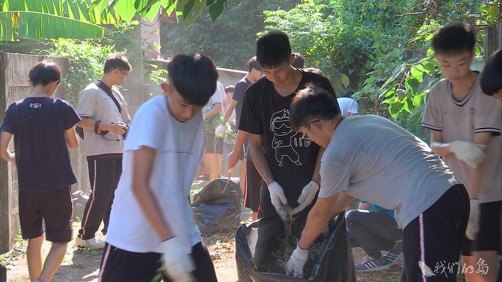 935-3-16學生透過網路介紹老宿舍,發起打掃老宿舍行動,希望能保留老宿舍。