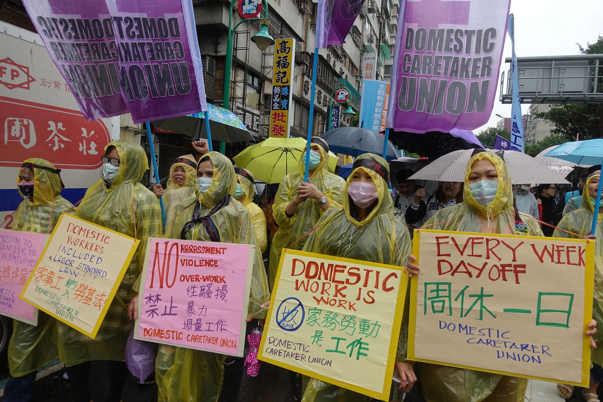 家務移工高喊:「我們是勞工,不是奴隸!」(攝影:張智琦)