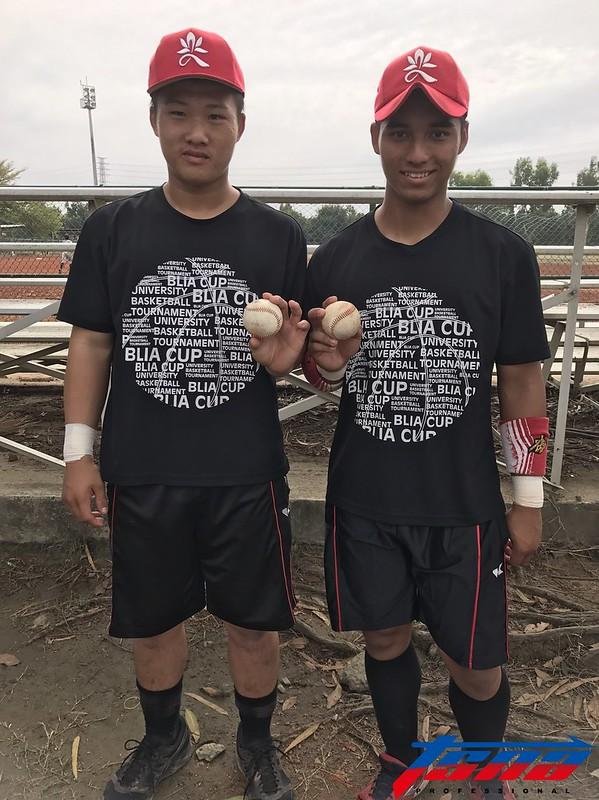 邱丹(圖右)決定投入職棒選秀。(資料照,鍾亞芳/攝)