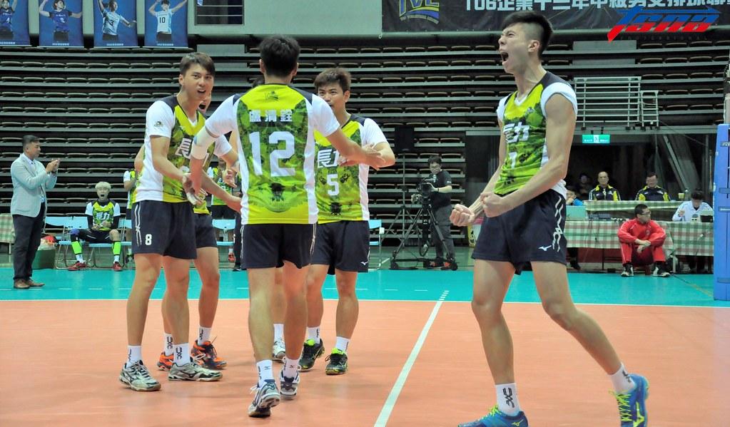 林政揚(圖右)號稱是台灣排球LBJ。(資料照,張哲郢/攝)