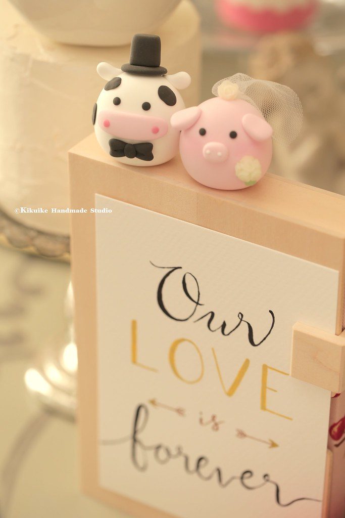 Lovely pig and cow MochiEgg wedding cake topper, cute anim… | Flickr