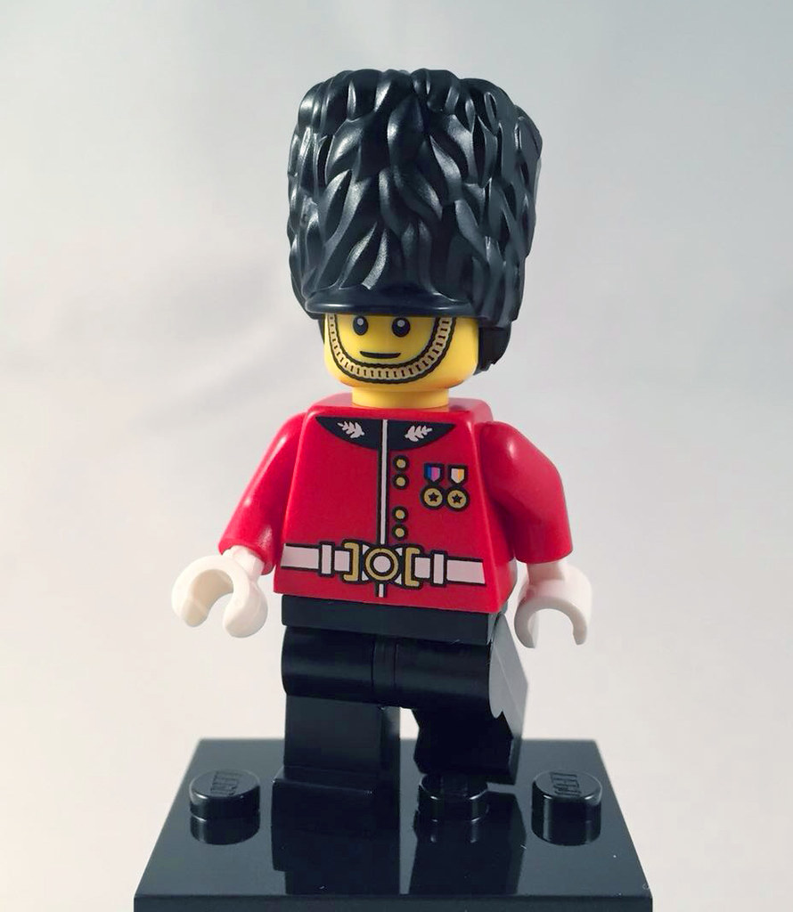 Lego Hamleys Exclusive Royal Guard Plus Free Lego Musket Age 6+
